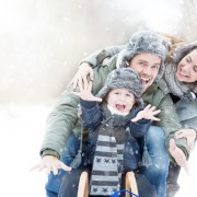 Familie beim Wintersport